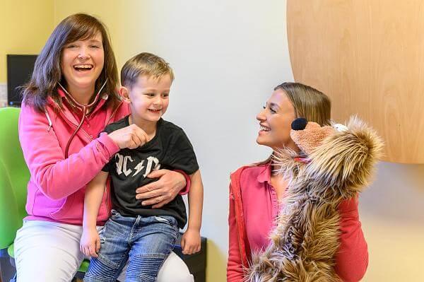 Kinderarztpraxis Karstens Behandlung Stethoskop - 1